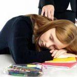 強い眠気が襲うナルコレプシー